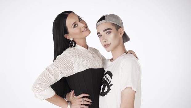 La cantante Katy Perry y James Charles