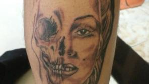Otro de los tatuajes que tiene el joven