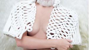 Polémica por una sesión de fotos en «topless» de Emma Watson