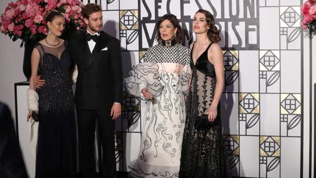 Beatrice Borromeo, Pierre Casiraghi, Carolina de Mónaco y Carlota Casiraghi
