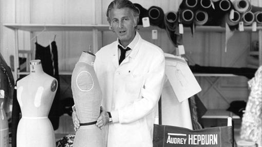 Hubert de Givenchy en su taller en los años 60