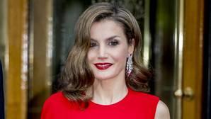 Doña Letizia, de imponente rojo en el cumpleaños de Guillermo de Holanda