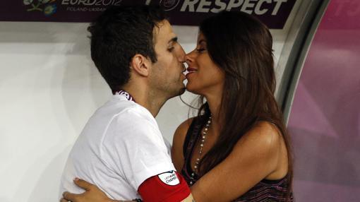 Cesc Fabregas besa a Daniela Semaan