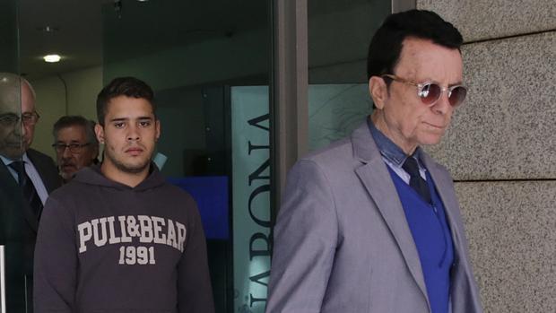 El torero José Ortega Cano con su hijo José Fernando asistiendo a un juicio en Madrid