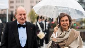 Don Juan Carlos y Doña Sofía, ayer a su llegada a la Ópera de Oslo