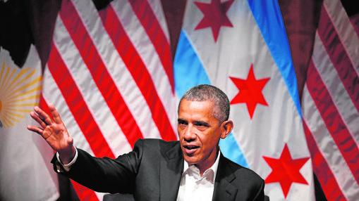 Obama en un foro de jóvenes líderes, una de las pocas ocasiones en las que usa traje