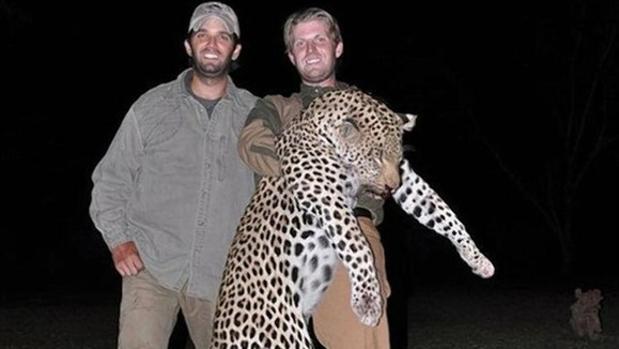 Donald Trump Jr junto a su hermano Eric de caza