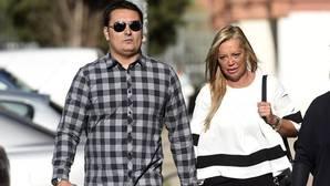 Toño Sanchís y su mujer evitan verse las caras con Belén Esteban en el juicio