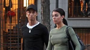 Cristiano Ronaldo y Georgina, durante un paseo por las calles de Madrid el pasado mes de abril