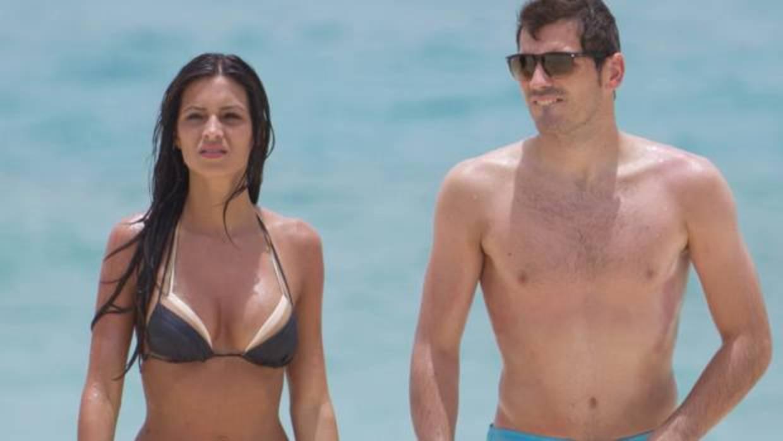 Iker casillas y sara carbonero disfrutan de unas vacaciones en la playa - El armario de la tele sara carbonero ...