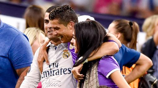 Cristiano Ronaldo celebra junto a Georgina la Champions