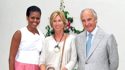 Michelle Obama con los dueños del resort, Julia y Ricardo
