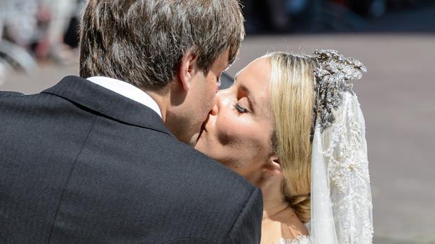 El beso que ha sellado el amor de los recién casados