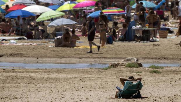 Lo que no puedes olvidar meter en la mochila cuando vayas a la playa - Hoteles en la playa de la malvarrosa ...