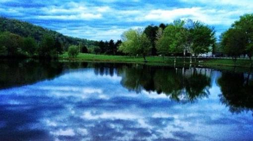 El lago del internado Blue Ridge School