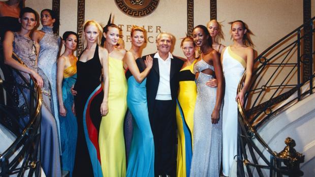 Gianni versace 20 a os sin el creador de supermodelos for Biografia de donatella versace