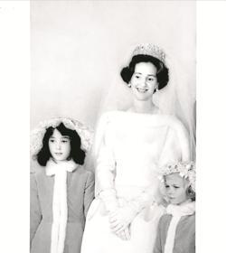 Fabiola de los Belgas. La Reina fue otra gran clienta de Balenciaga, con su vestido de novia como pieza simbólica