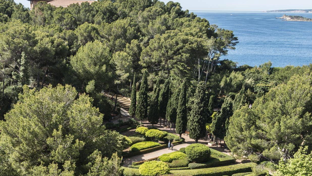 Los jardines de marivent se cierran para preparar la for Los jardines de arbesu