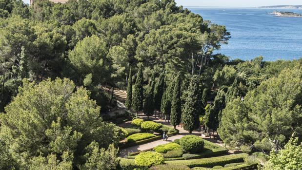 Los jardines de marivent se cierran para preparar la for Jardines de marivent