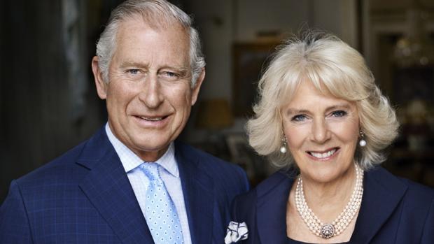 Carlos de Inglaterra y Camilla Parker retratados por Mario Testino