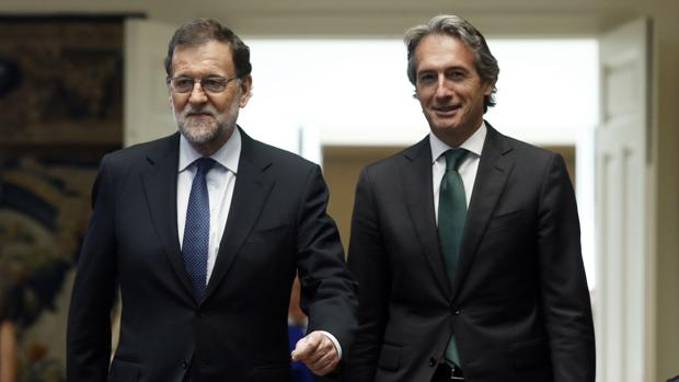 Mariano Rajoy con el ministro de Fomento, Íñigo de la Serna