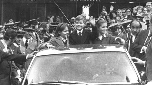 A los nueve años viajó a Asturias para recibir simbólicamente la placa del Principado