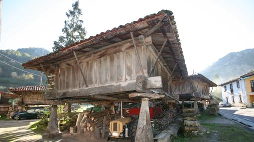 Los hórreos son construcciones realizadas sobre columnas