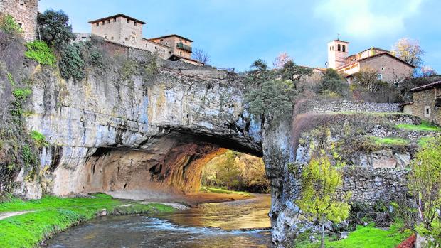 El puente natural del río Nela tiene más de 85 millones de años