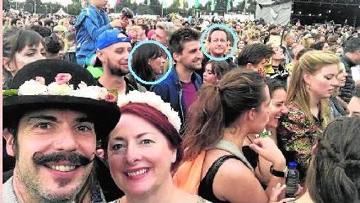Cameron y su mujer, Samantha, figuran en un «selfie»