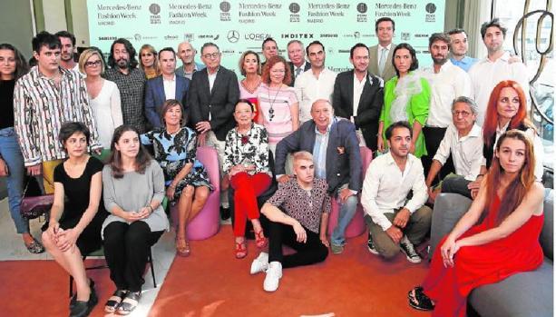 Diseñadores y directivos del evento en el Hotel Barceló Torre de Madrid