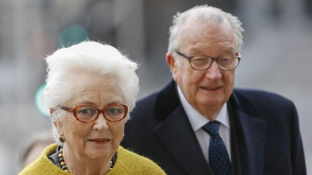 El rey Alberto y su esposa, la reina Paola de los belgas