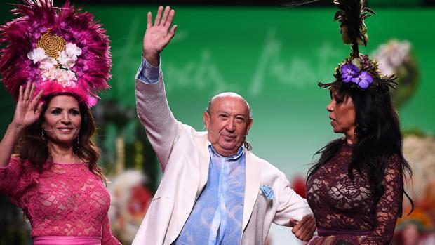 Francis Montesinos junto a las Azúcar Moreno