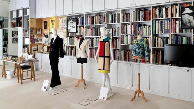Detalle de una parte de la exposición del museo YSL en París