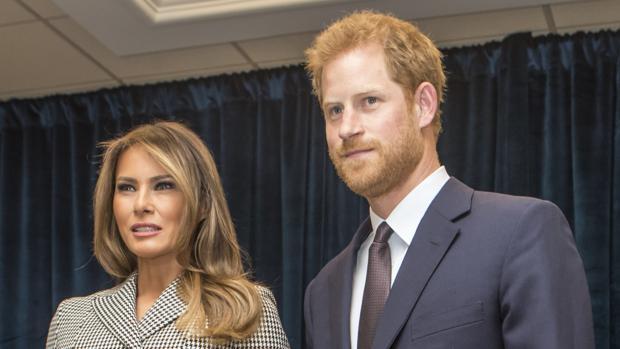 Melania Trump y el Príncipe Guillermo de Inglaterra durante su tenso encuentro