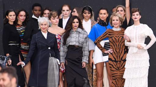 Helen Mirren, Jane Fonda, Cheryl Cole, Irina Shayk,, Doutzen Kroes, Luma Grothe, Maria Borges son algunas de las que participaron en el desfile de L'Oreal en París