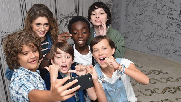 Algunos de los protagonistas de la serie «Stranger Things»