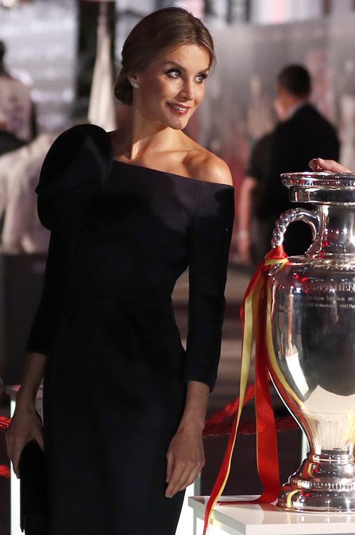 En esta ocasión, La Reina Letizia ha optado por una manga tres cuartos