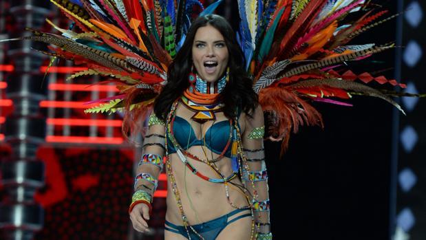 Adriana Lima, en el último desfile de Victoria's Secret
