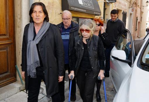 Bardot necesita muletas para caminar y tiene problemas de visión