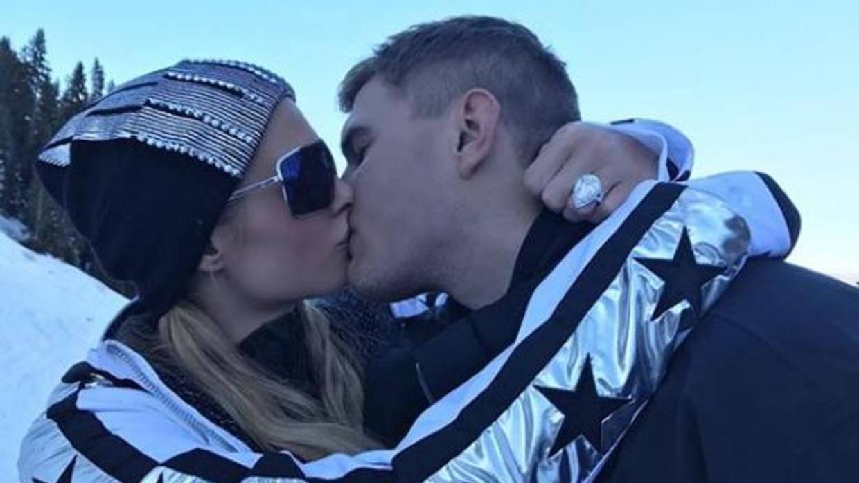 Habla el joyero que creó el anillo de pedida de Paris Hilton por dos millones de dólares