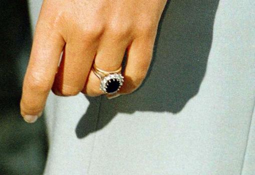 El anillo de compromiso y la alianza matrimonial de Lady Di en oro galés