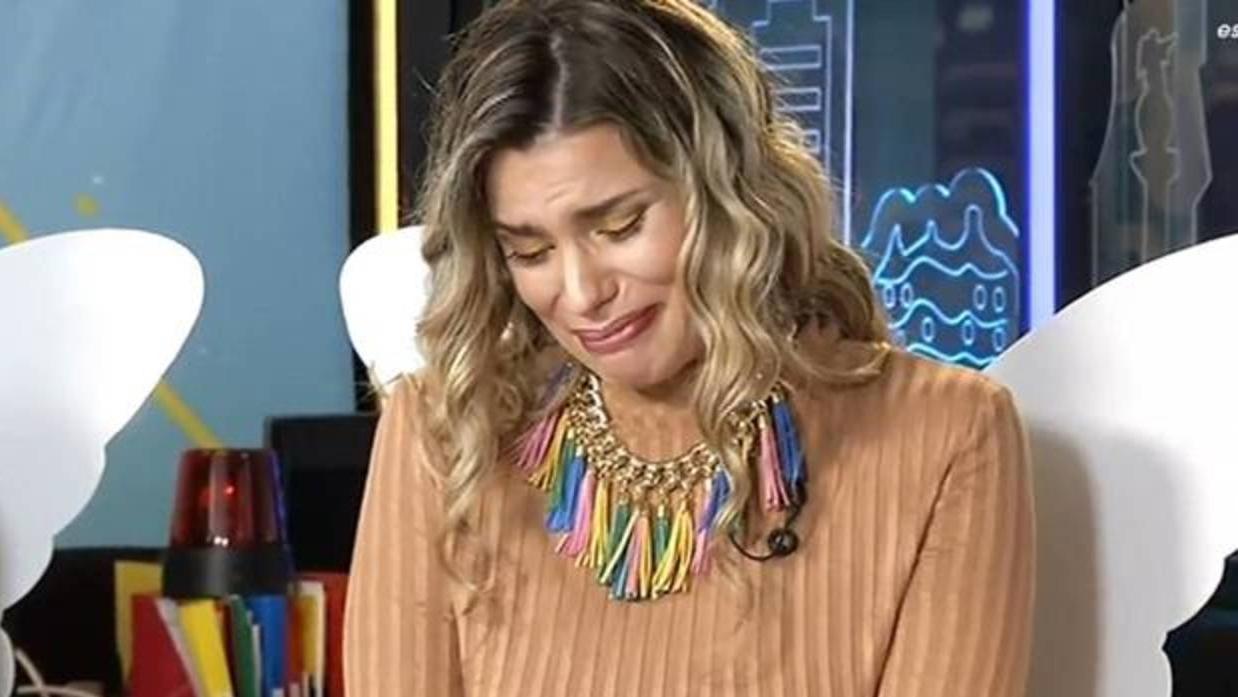 María Lapiedra se derrumba en directo