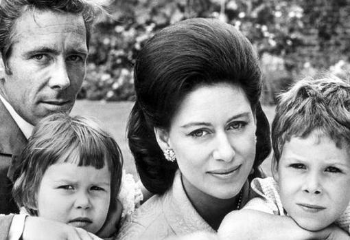 Antony Armstrong-Jones y la princesa Margarita junto a sus hijos