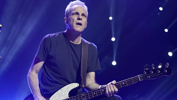 David Summers durante un concierto de Hombres G