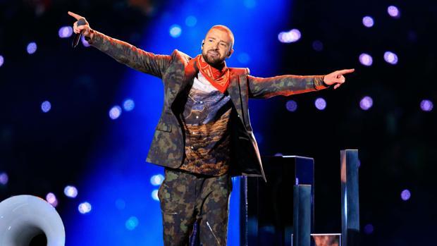 cf76112f566af Justin Timberlake convierte en viral su vestuario en la Super Bowl