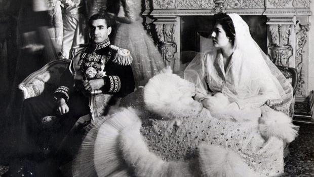 El sha de Persia junto a la Emperatriz Soraya el día de su boda