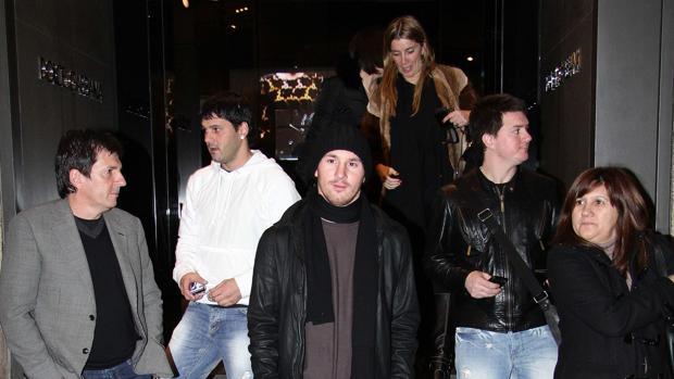 Lionel Messi (centro) y su madre Celia Cuccittini (derecha) franqueados por Matías, Maria Sol y Rodrigo