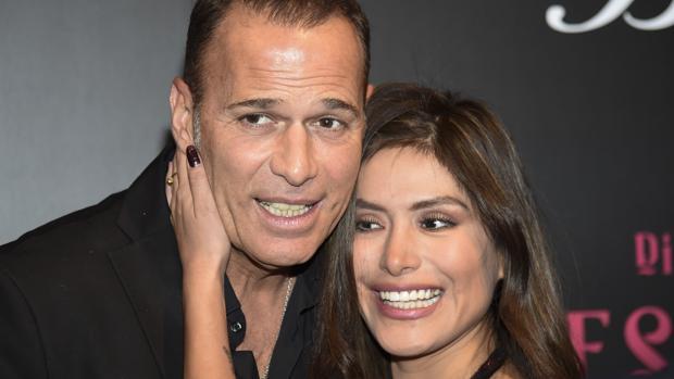 Carlos Lozano y su novia Miriam