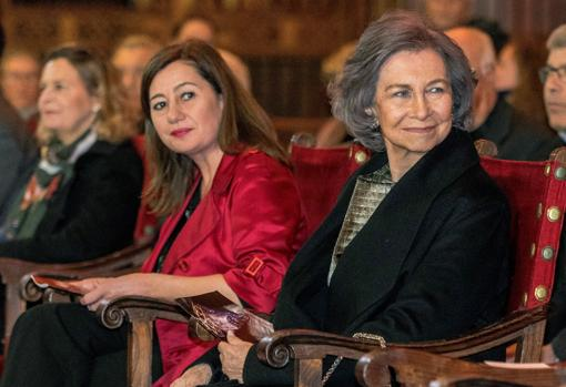 La Reina Sofía junto a la presidenta de Baleares, Francina Armengol