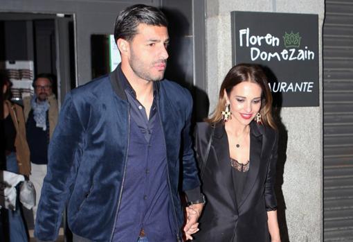Paula Echevarría y Miguel Torres ya no se esconden  cena romántica y ... 7bc9370295c